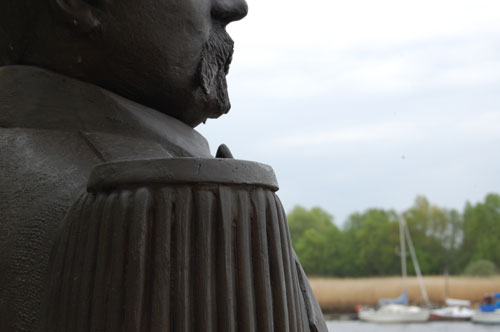 Admiral Brommy Statue