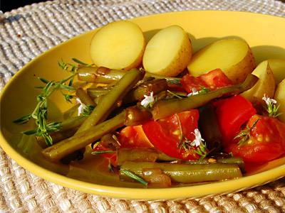 Grüne Bohnen mit Tomaten und Bohnenkraut