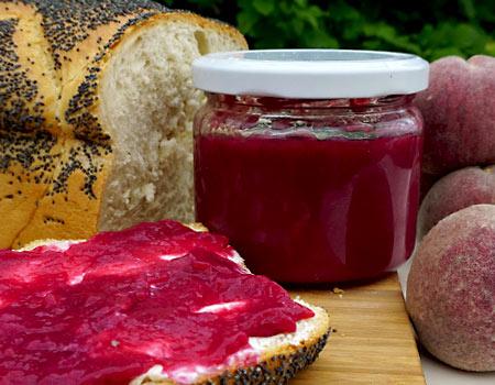 Marmelade aus rotem Weinbergpfirsich
